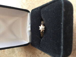 14k gold ring with star shaped diamond cluster for sale