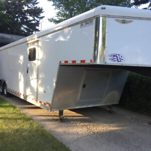 Like New 2008 H&H 8.5x 32' enclosed fifth wheel