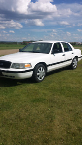 2010 Crown Victoria  ( WOW don't miss this one )