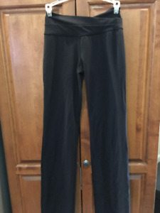 LULU SIZE 4 YOGA PANTS
