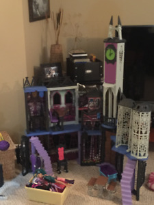 Monster high castle and dolls