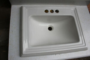 Bathroom Sink - excellent condition