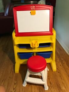 LITTLE TYKES  STEP 2 ART EASEL AND DESK