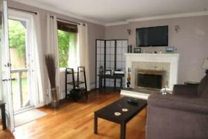 15-086 Spacious Updated Multi-Level Townhome