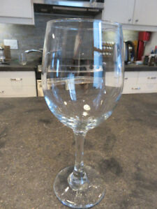 Wine glasses - Set of 16 - Great condition!