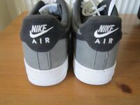 nike air trainer size 8