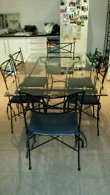 LIKE NEW GLASS/IRON KITCHEN OR DINING ROOM TABLE WITH 2 CARVERS AND 4 CHAIRS