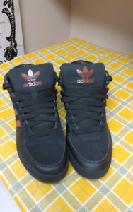 """Comme neuf ADIDAS MID TOP TAILLE 10"""""""