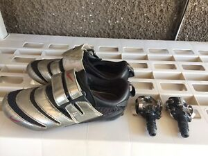Road bike shoes and pedals