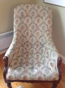 Antique smoking chair ,very comfortable, slightly damage. 10$