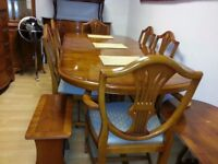 beautiful quality dining table and 6 chairs. excellent condition.