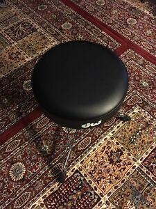 DW drum throne