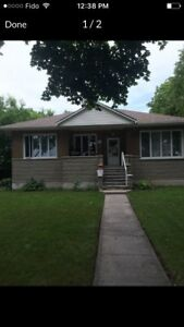 7 1/2 bungalow for rent  must see