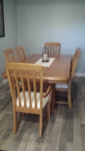 NEW PRICE MUST SELL OAK DINING ROOM SUITE
