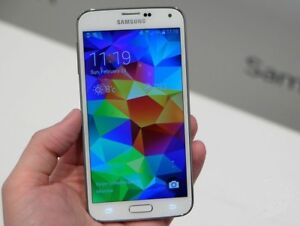 LIKE NEW Samsung Galaxy S5 16GB  White + 2 EXTRA BATTERIES