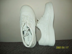 NEW RUNNiNG SHOES ORiGiNAL SUPREMES LEATHER SNEAKERS Sz 13