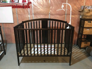 Crib/ Day Bed with Change Table