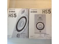 2 X Yamaha HS5 Studio Monitors (WHITE). BRAND NEW SEALED AND BOXED. Includes 2 BRAND NEW stands.