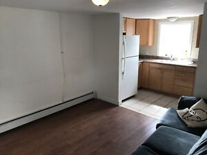 HALIFAX 4 bedroom apt  avail now--cornwallis str