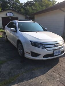 2011 Ford Fusion SEL with moonroof & automatic starter