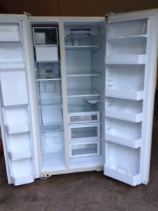 FRIDGE FREEZER SIDE BY SIDE WITH ICE AND WATER
