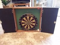 DARTBOARD IN SOLID WOOD CABINET FOR SALE INCLUDING SET OF DARTS
