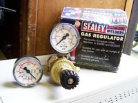 CLARKE GAS REGULATOR. as new used a few times