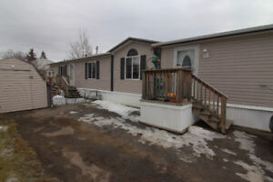 Move in Ready Mobile Home in Evergreen!