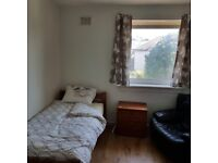 SINGLE ROOM for STUDENT near Cameron Toll. Price includes all bills