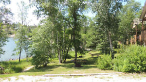 LAST MINUTE BOOKING - 2 BEDROOM DELUXE LAKEFRONT COTTAGE