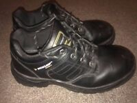 safety work boots shoes size 9 waterproof in very good condition