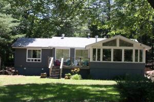 Turnkey, immaculate 4 Season Cottage/Home on Moon River- Bala
