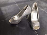 Sparkly light gray high heel shoe size UK 4 / EUR 37
