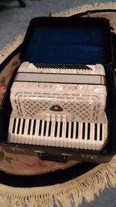 ACCORDION IN MINT CONDITION PAID 700
