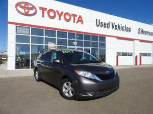 2013 Toyota Sienna - SAVE $3500 - ACCIDENT FREE!!!