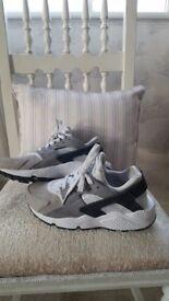 Nike Huarache ladies trainers Size 5.