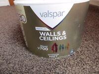 Valspar Premium Blend v700 Walls & Ceilings Paint Basket of Bobbins / Light Grey RRP £28