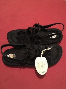 Earth Spirit size 11 sandals never worn