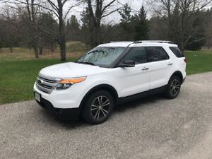 2013 Ford Explorer XLT: FWD, Power lift gate, No accidents!