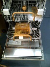 ZANUSSI iZZi Dishwasher - with 12 place settings -NEW