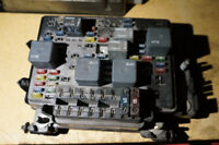 00-02 Chevy GM GMC Fuse Box 12193645-09