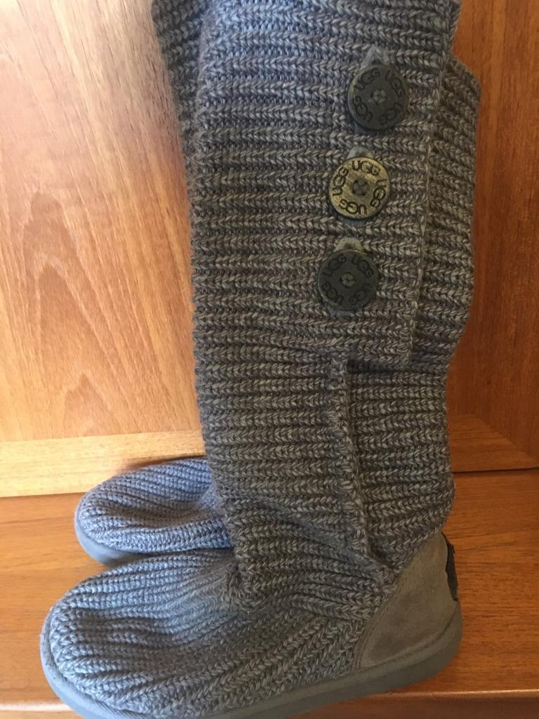 Knitted Ugg boots size 4