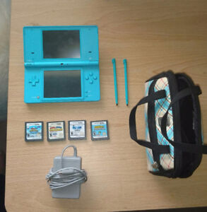 Nintendo DSi bundle - includes 4 games and more