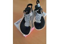 Brand new dress sandals. Size 37 uk4