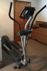 ELLIPTICAL Trainer - NordicTrack 130  (Barely Used)