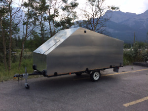 Fully Enclosed Lightweight Single Sled Trailer