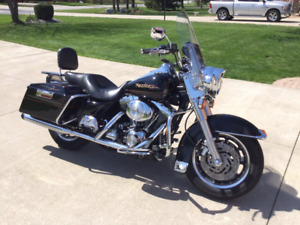 2001 Harley Davidson Road King mint condition!