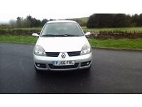 Bargain Renault clio 56 reg 1.2 campus sport 42000 miles from new 3 door two keys