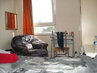 Spacious Double Room for a professional-NO BILLS-very close to station