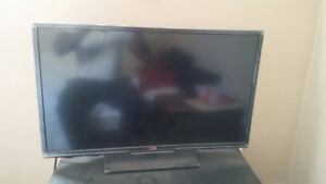 Selling my barely used LED LG TV